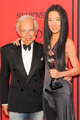 Ralph Lauren with Geoffrey Beene Lifetime Achievement Award honoree Vera Wang, in her own design.