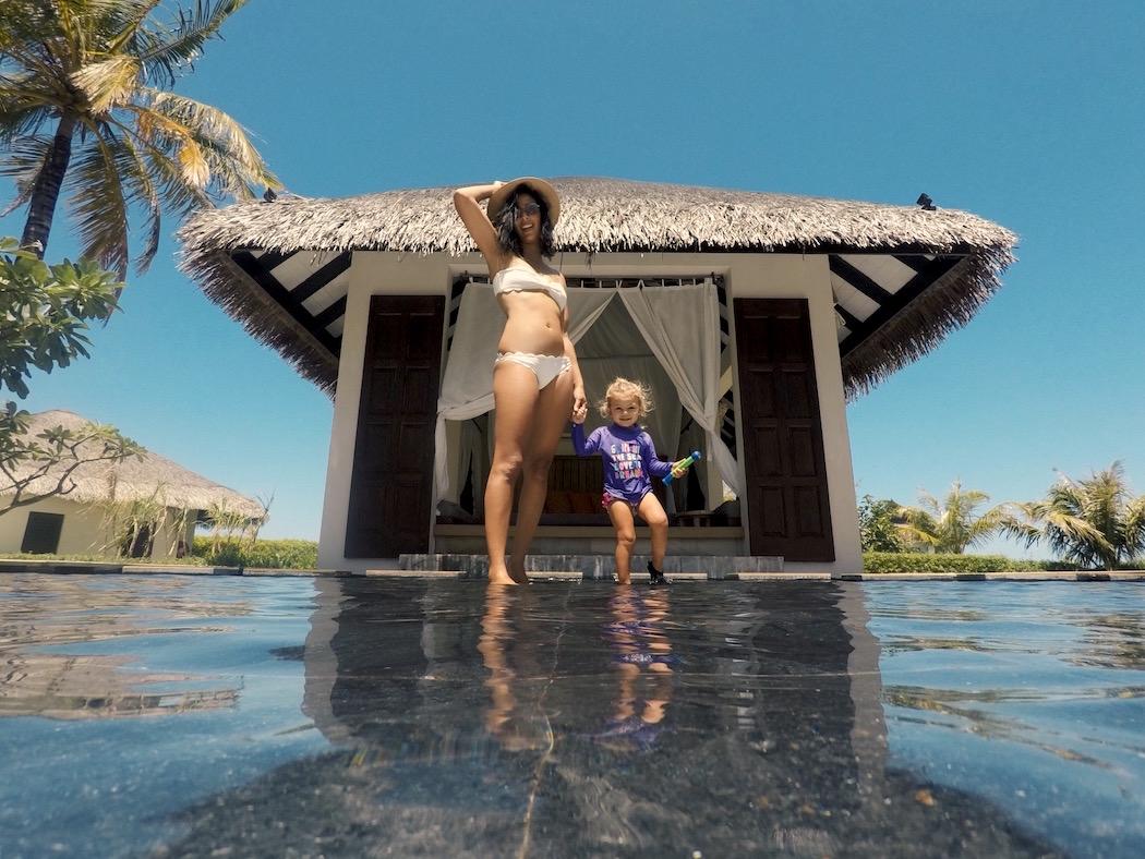 Jumeirah Vittaveli, Maldives, Kat Lebrasse, Dubai Fashion Blogger, Fashion blog dubai, Lebrasse, main pool