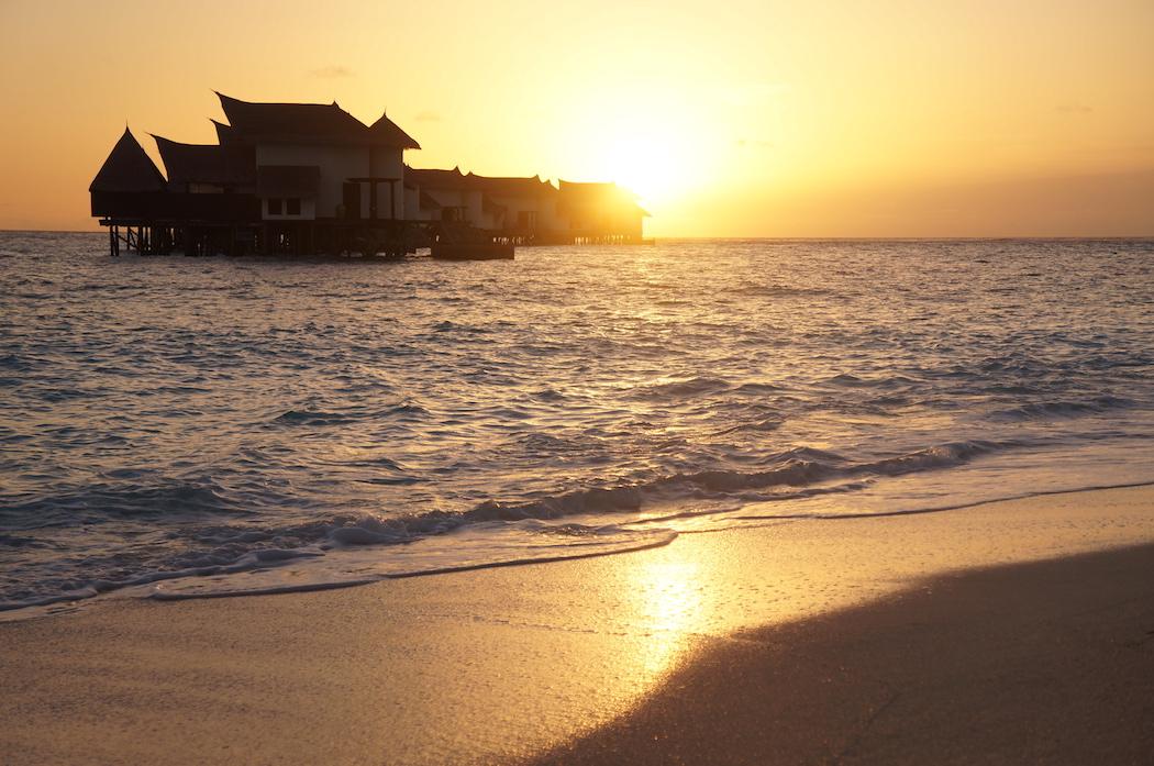 Jumeirah Vittaveli, Maldives, Kat Lebrasse, Dubai Fashion Blogger, Fashion blog dubai, Lebrasse, sunset