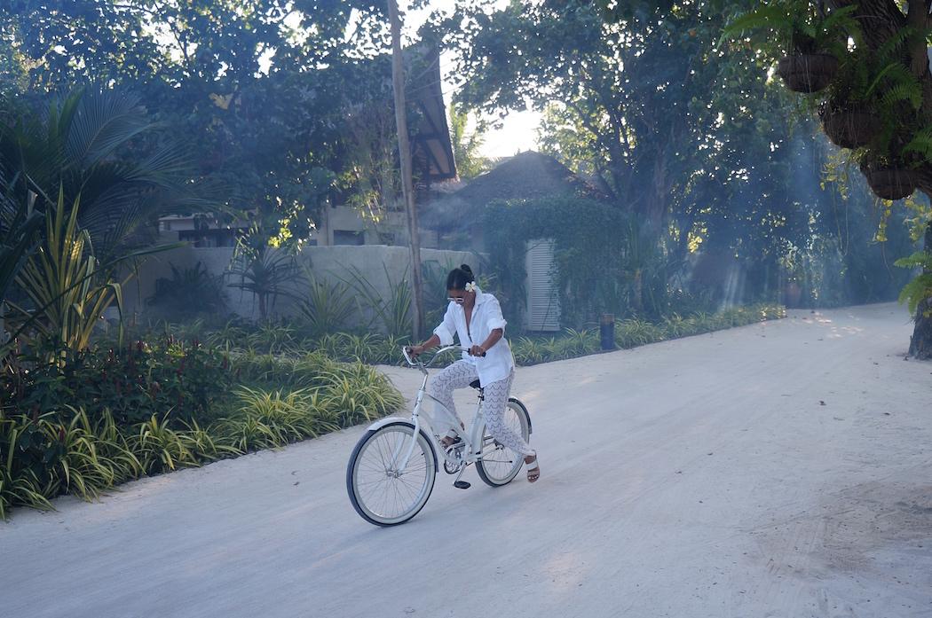 Jumeirah Vittaveli, Maldives, Kat Lebrasse, Dubai Fashion Blogger, Fashion blog dubai, Lebrasse, veli cycles